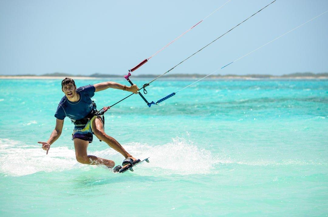 Simone-kitesurf-Venezuela-Los-Roques-toeside