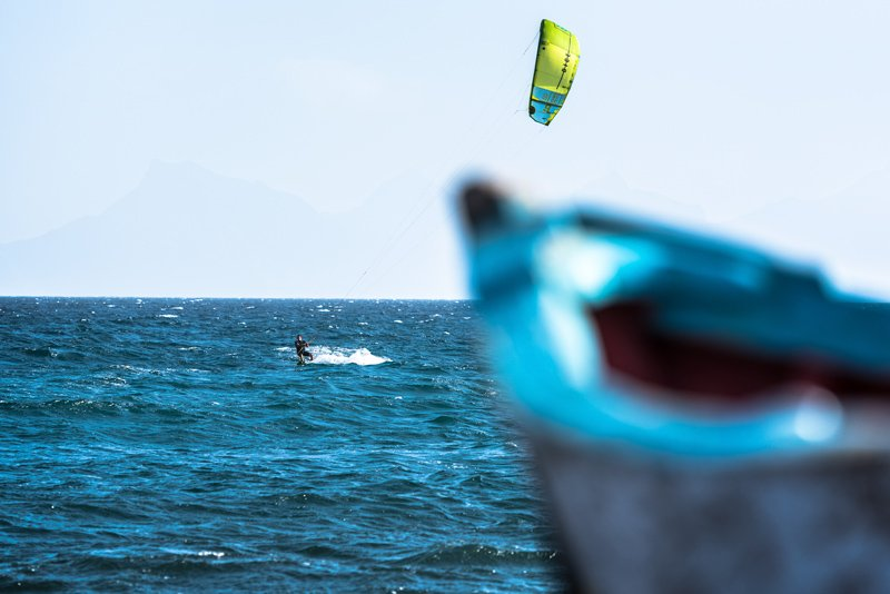 Simone-kitesurf-Capo-Verde-barca-Praio-do-Topo
