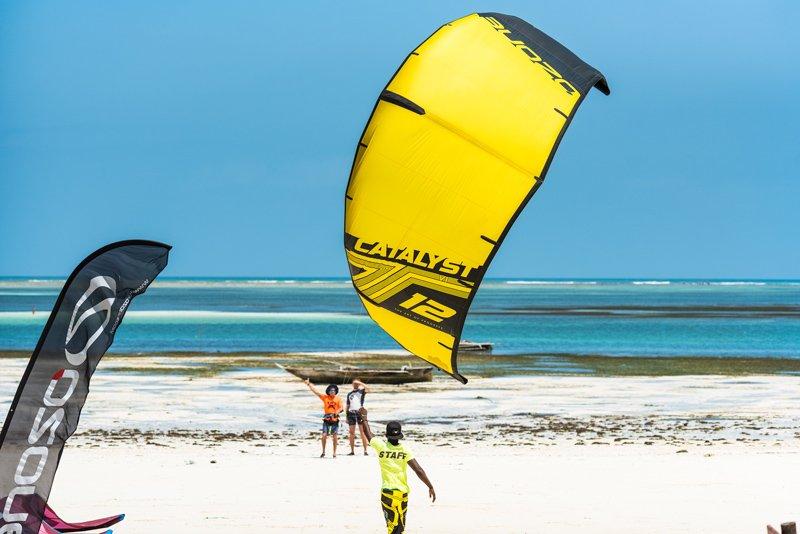 Simone-Timpano-istruttore-kite-decollaggio-zanzibar