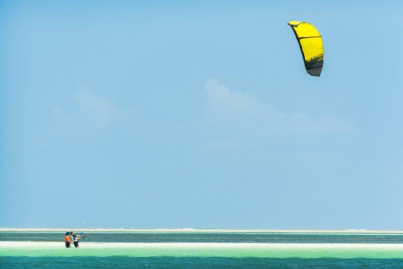 Simone-Timpano-istruttore-kitesurf-lezione-zanzibar