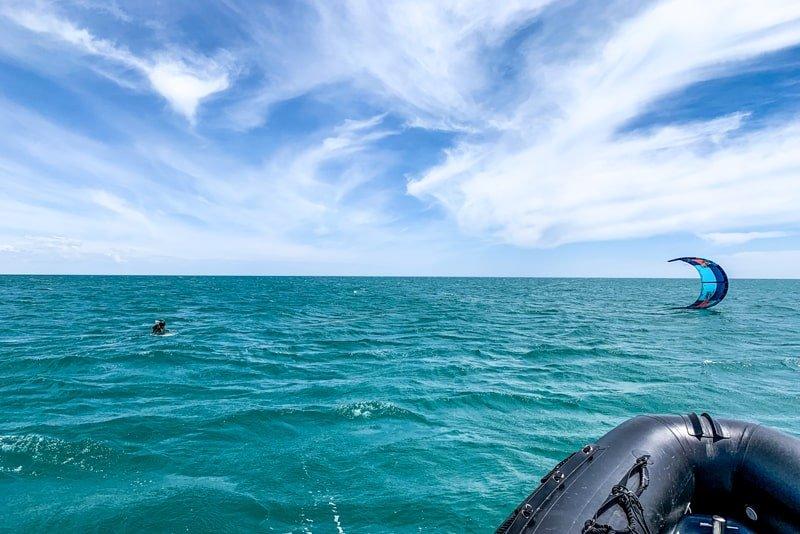 Comment choisir l'école kite-eau profonde