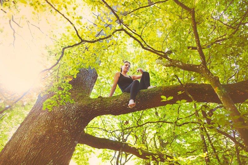 marcher pieds nus-Manuela Peschman-copyright-Accalmia-arbre