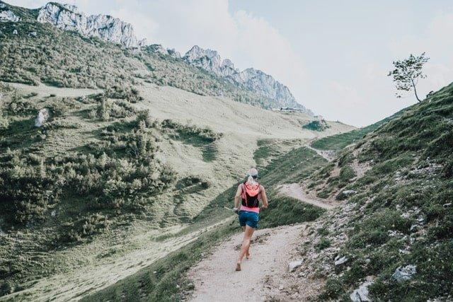 marcher pieds nus - jen montagne